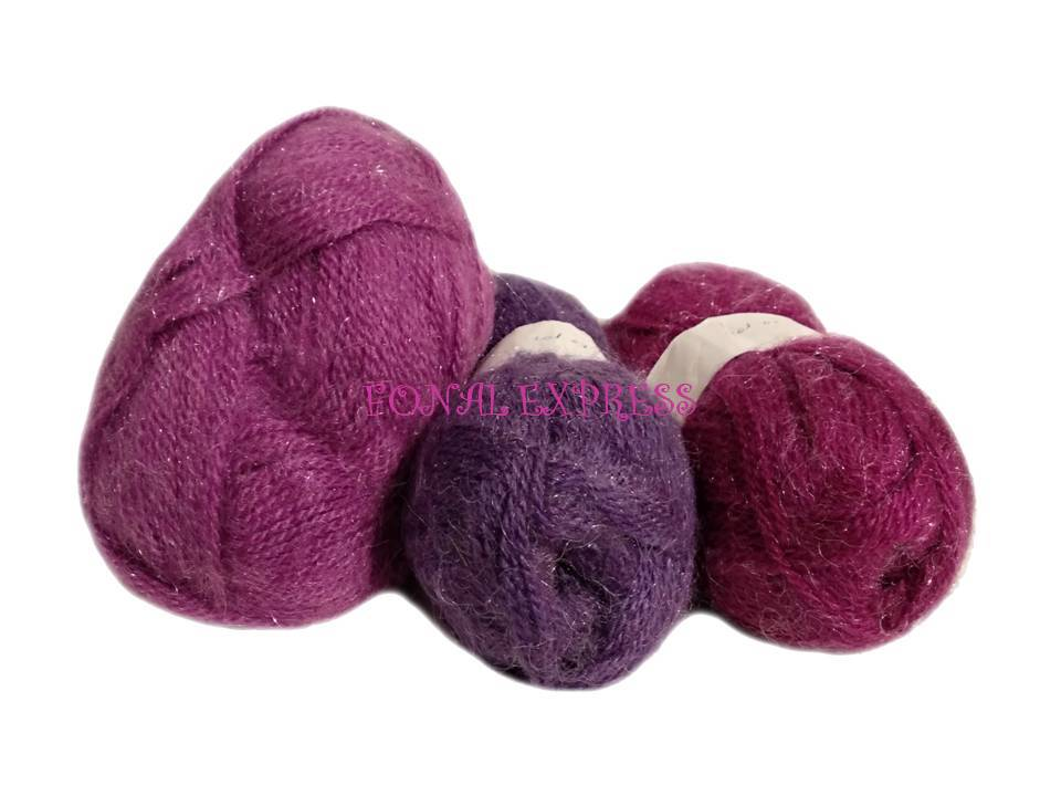 150 g Lila akril mohair fonal. Tű kb. 3 mm.